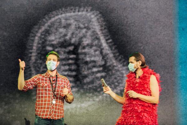 Martin Moder und Martin Puntigam mit Gesichtsmasken
